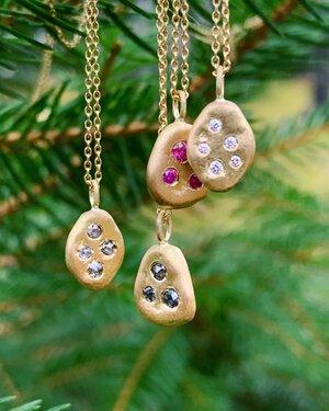 Petite Baleine Skipping Stones 18K Gold Pendants
